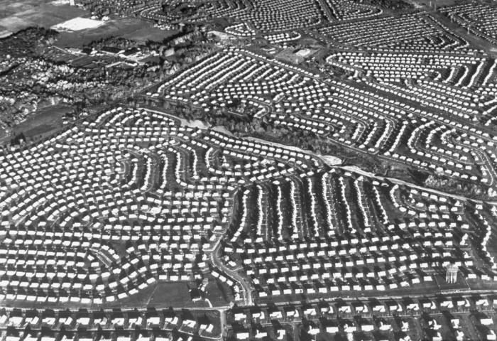 Хрущёвки в США: чем американская программа жилья отличалась от советской домов, Левитта, также, жилья, войны, тысяч, домами, нуждались, таких, долларов, действительно, советских, населения, обеспечения, дешевыми, проблема, остро, стали, производства, экономии