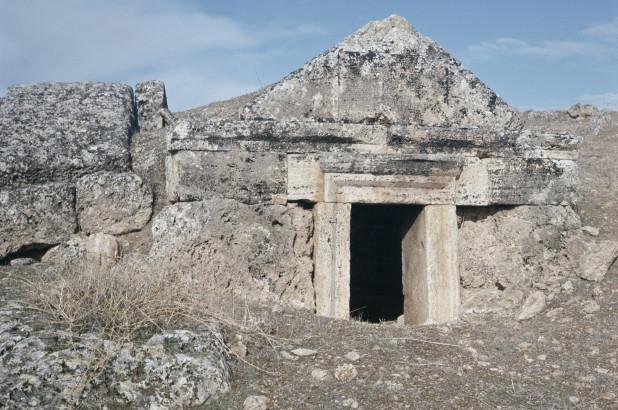Почему люди внезапно умирают, войдя в древние «Врата ада»?