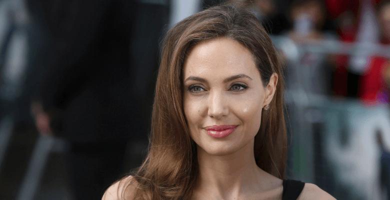 Анджелина Джоли запретила Бр…