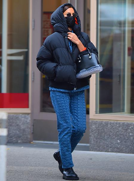 Угги и морковные палочки: Ирина Шейк с дочкой Леей на прогулке в Нью-Йорке Мода,Стиль звезд