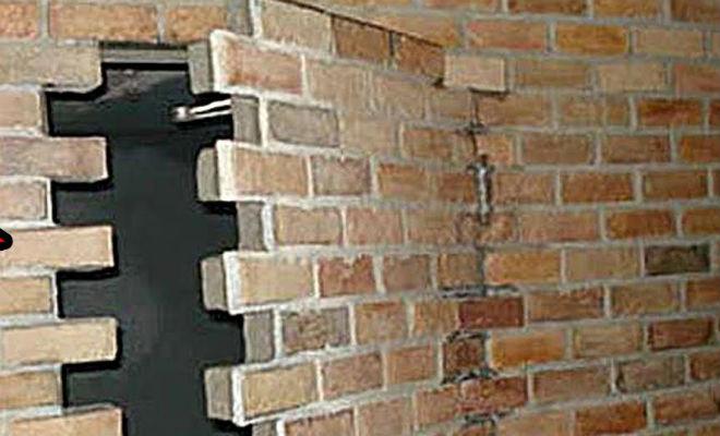 7 случайных находок в стенах домов: люди поторопились переехать