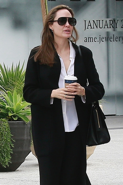 Вместо ковровой дорожки: Анджелина Джоли на шопинге с детьми звездные дети