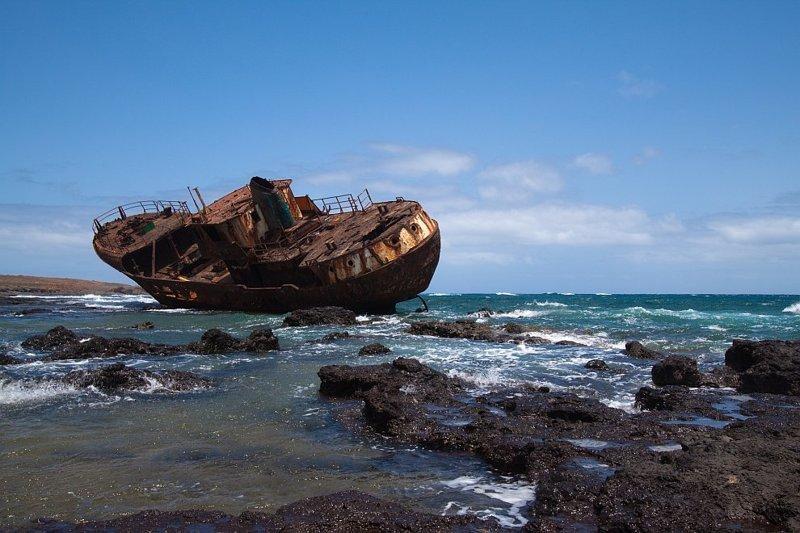 Кораблекрушение у берегов Сантьяго выброшенные, жизнь, катастрофа, корабли, красота, невероятное