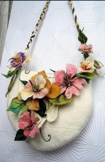 Шикарные цветочные сумочки в технике войлоковаляния