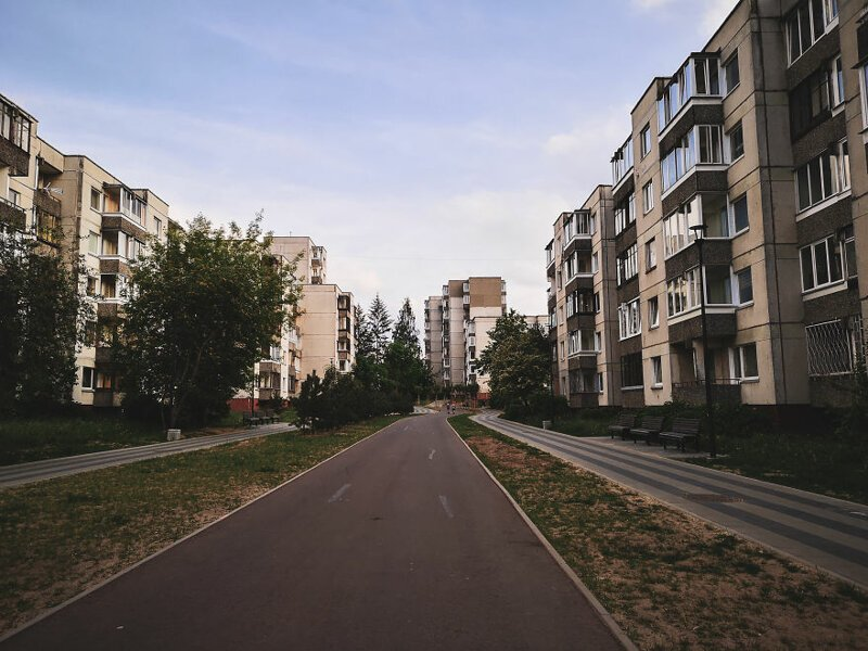 Новые дороги среди старых зданий  Чернобыль, кино, литва, место, сериал, съемка, фото