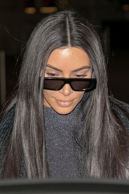 Змеиный принт и люрекс: два новых образа Ким Кардашьян в Париже Звездный стиль