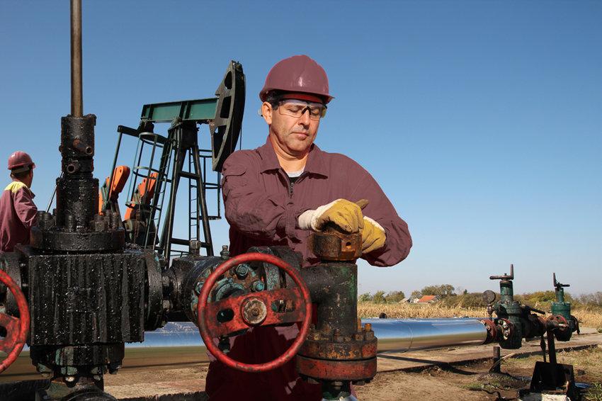 Цены на нефть впервые обновили годовой минимум