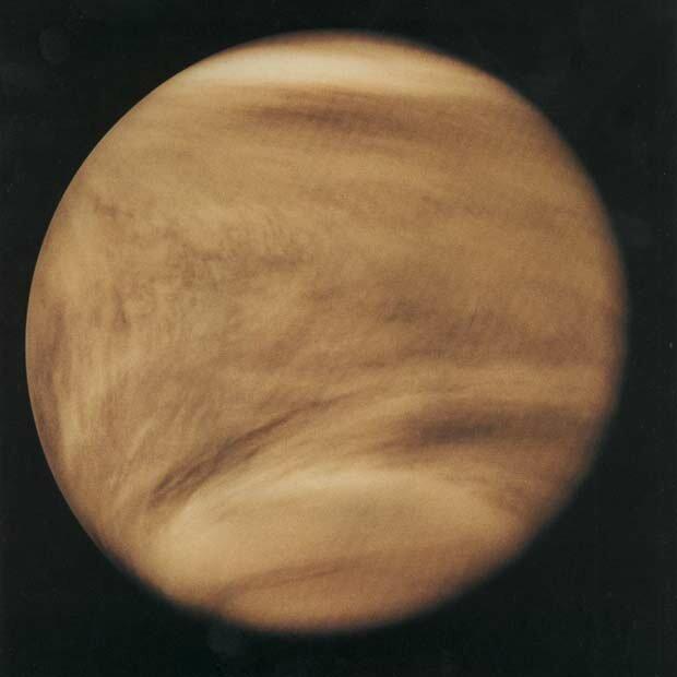 «Облака» над Венерой. Снимок в ультрафиолетовом диапазоне с борта американского аппарата «Пионер-Венера-1»   NASA