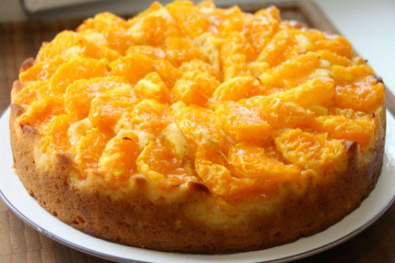 Воздушный мандариновый пирог: Готовится легко и быстро