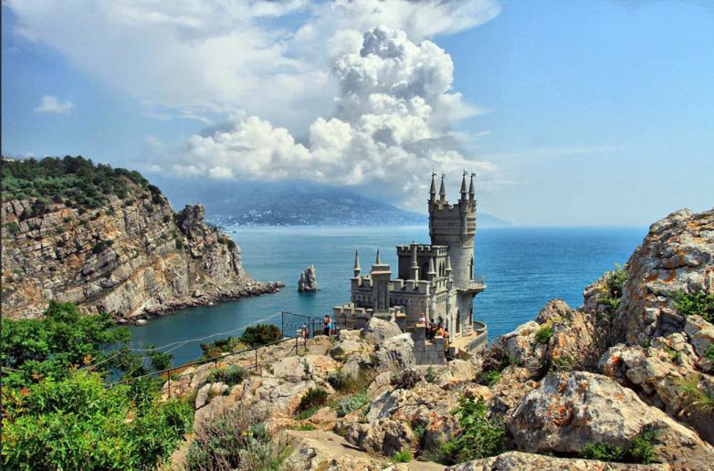 Эксперты назвали опасности, которые подстерегают тех, кто приезжает в Крым