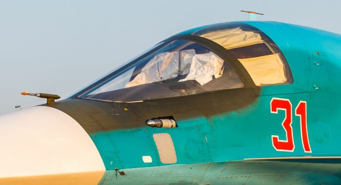 Почему у отечественных Су-34 желтые стекла, и действительно ли в них есть золото жизнь,загадки,мир,факты