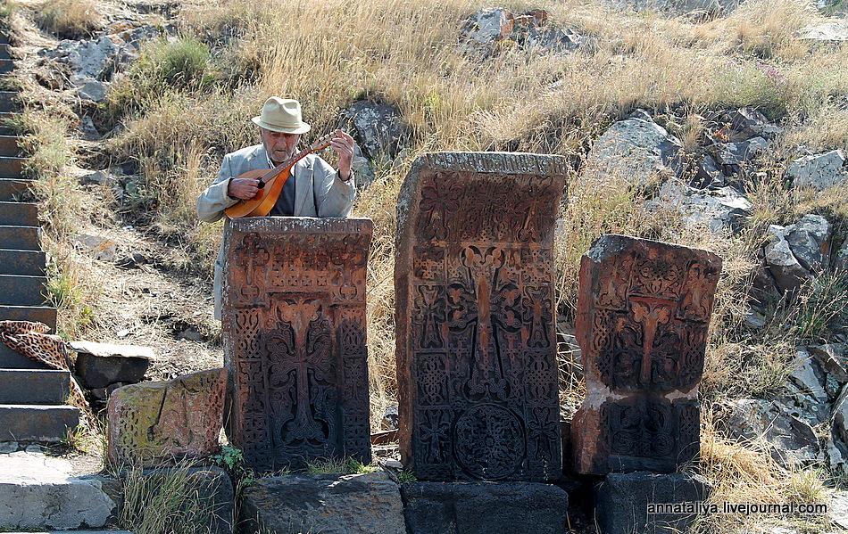 Один день на армянском кладбище
