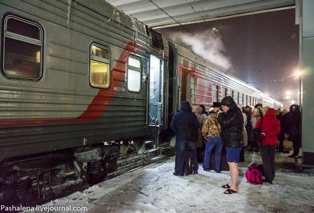фото показывает поезд вагоны и