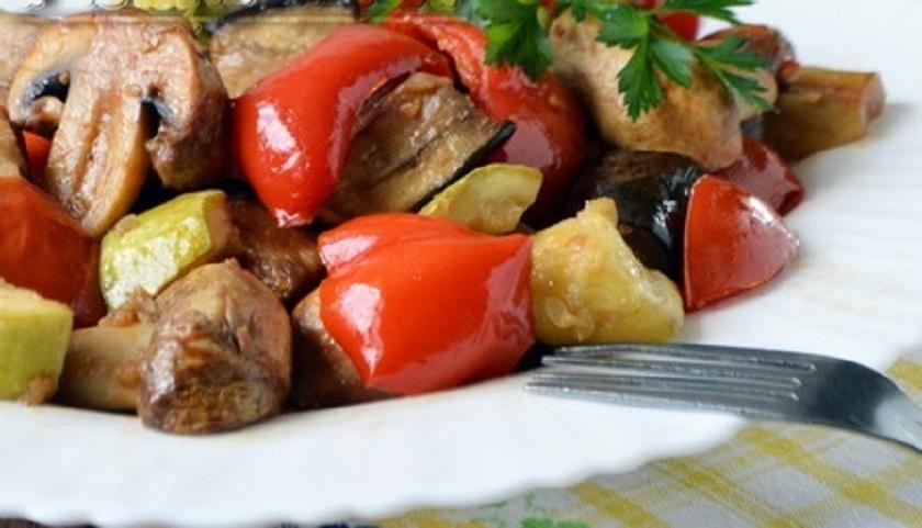 Шампиньоны с овощами в духовке: вкусное и полезное блюдо