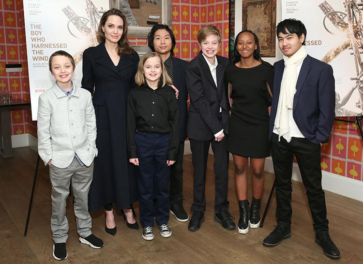 Анджелина Джоли и Брэд Питт решили наконец отдать детей в школу Звезды,Новости о звездах