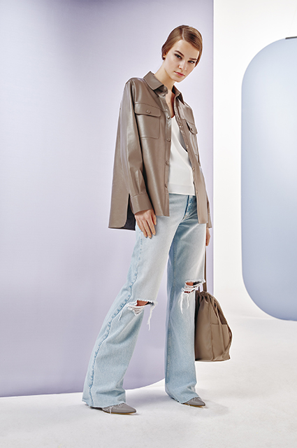 Пастельные тренчи, шелковые юбки, базовые рубашки: выбираем в лукбуках вещи для лета в городе Лукбук