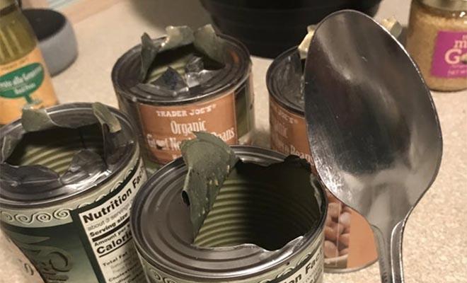 Как открыть консервы ложкой без открывалки и других инструментов Культура