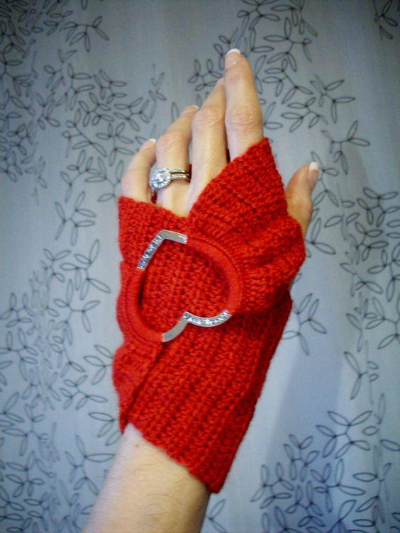 ao with <3 / inspiration / Red Heart Crochet Infinity Fingerless Gloves