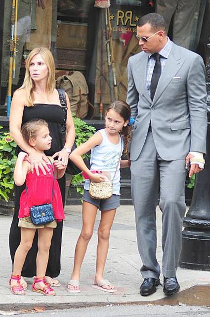 Дженнифер Лопес вмешалась в судебное разбирательство Алекса Родригеса и его бывшей жены в вопросе об уплате алиментов звездные пары, дженнифер лопес
