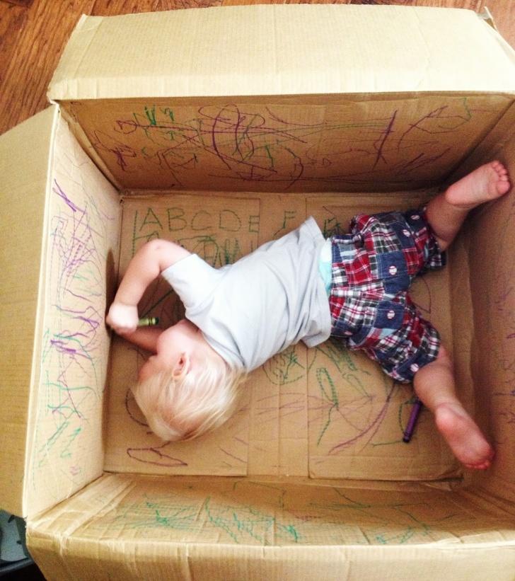 Вот 50 безотказных способов развлечь ребенка, пока мама работает
