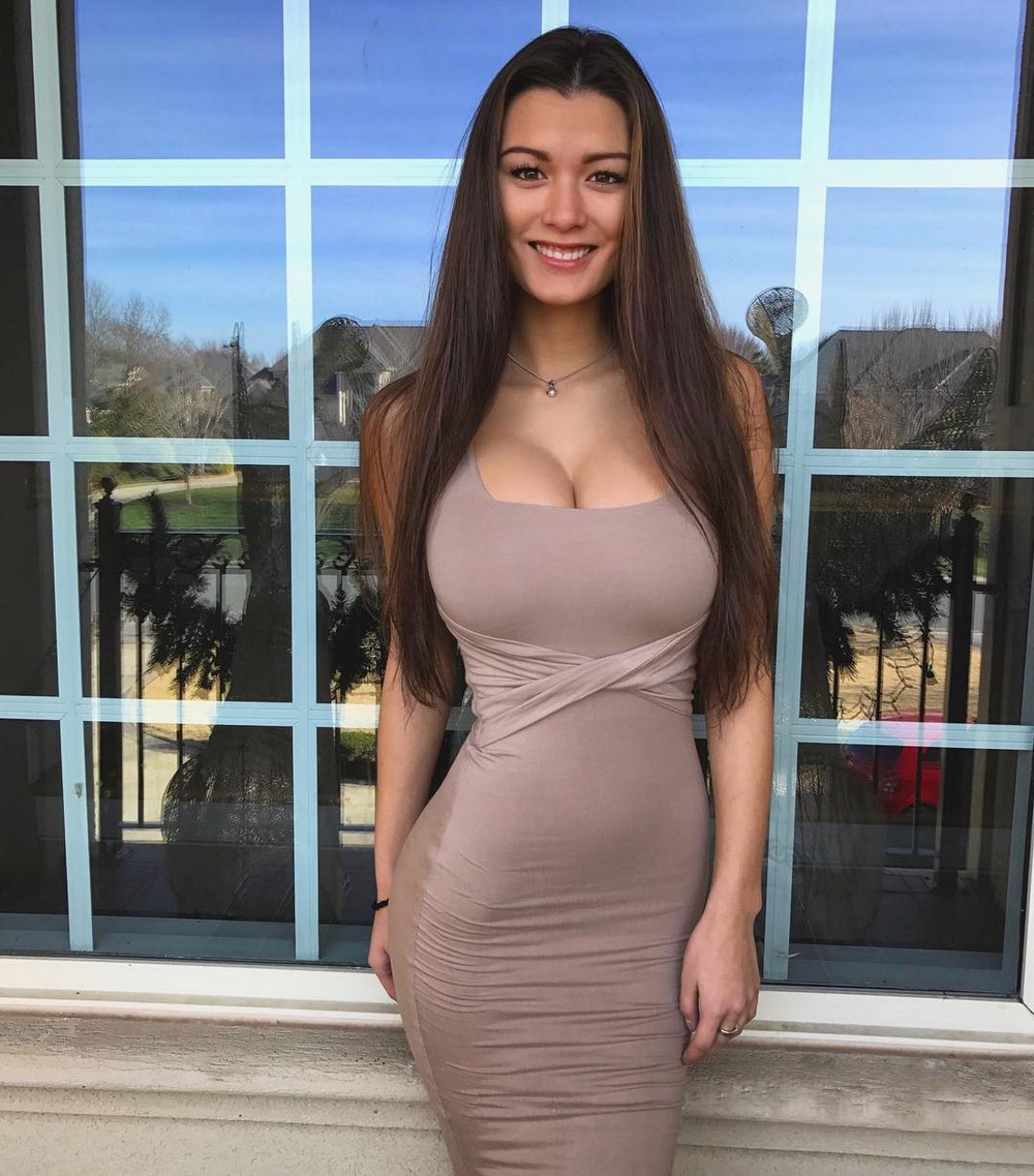 Игры одевалки стройной девушки с большой грудью — img 4