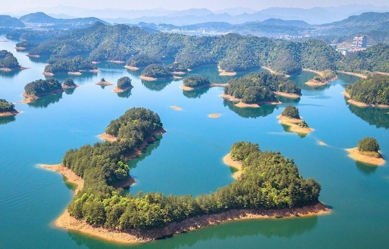 """Рукотворное """"озеро тысячи островов"""" - Цяньдаоху, создано в 1959 году руками человека виды, города, китай, красота, необыкновенно, пейзажи, удивительно, фото"""