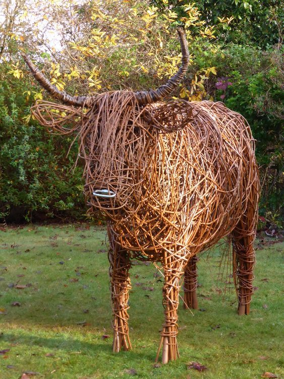 Скульптура из вербы: создаем фигурки для декорирования сада! декор,для дома и дачи