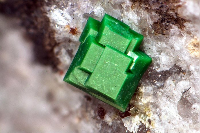 Смертельная красота минералы, лига минералогии, уран, кристаллы, длиннопост, минералогия