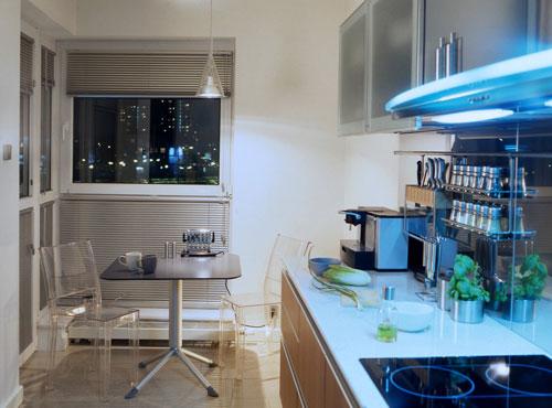 Привлекательный функциональный дизайн небольшой кухни