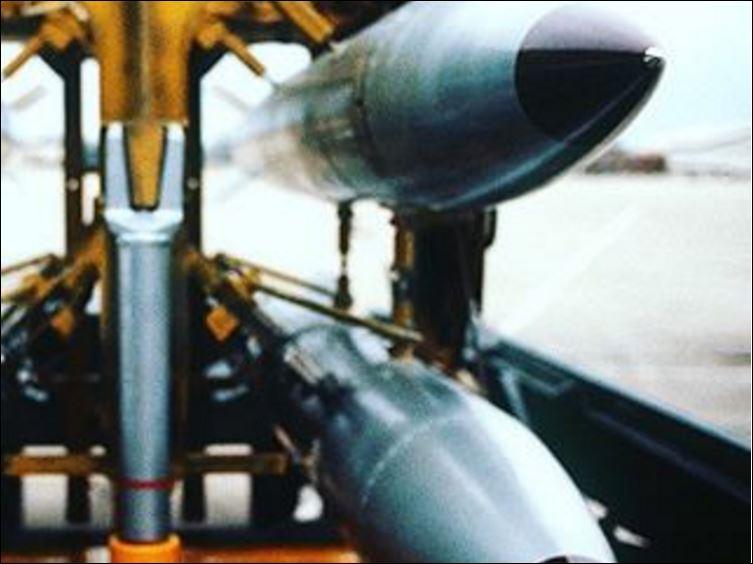 Что-то предвещается? — США в панике перевозят ядерные бомбы