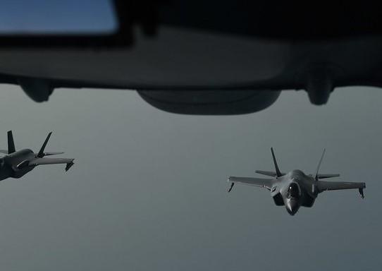 Американские истребители F-35 по ошибке сбили украинский пассажирский самолет