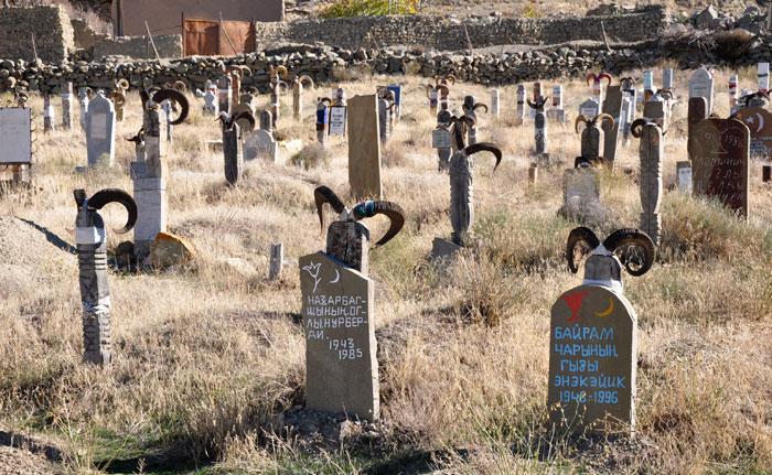 Как живут нохурцы, которые ставят на могилы бараньи рога и верят, что именно в их село когда-то приплыл Ной