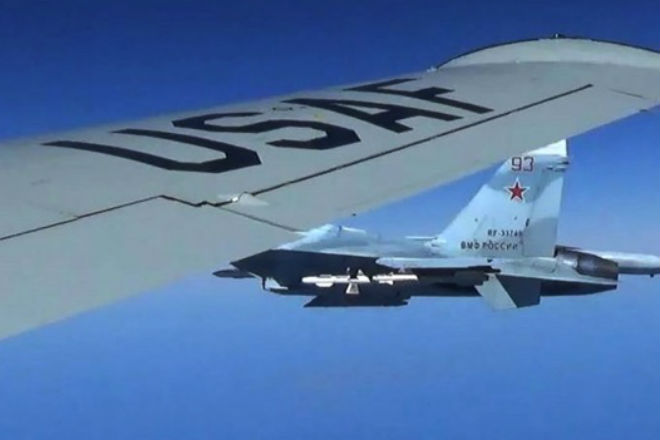 Перехват американского разведчика Су-27: видео с границы