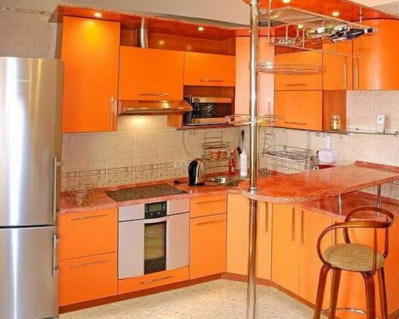 Яркие тона в оформлении кухни