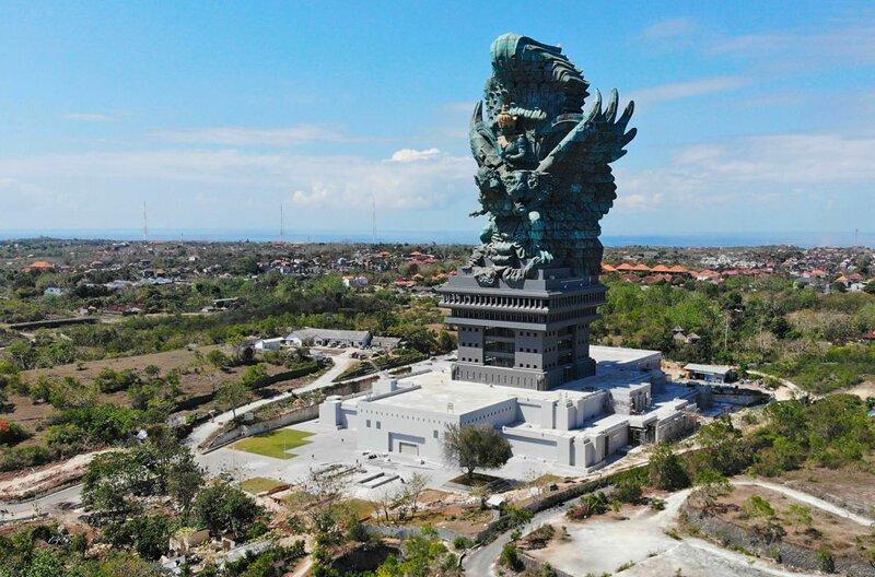 И 15-я самая высокая статуя в мире: 75-метровый памятник индуистскому богу Вишну и его птице Гаруде на Бали. Открыт в сентябре 2018 года в мире, высота, красота, люди, памятник, подборка, статуя, факты