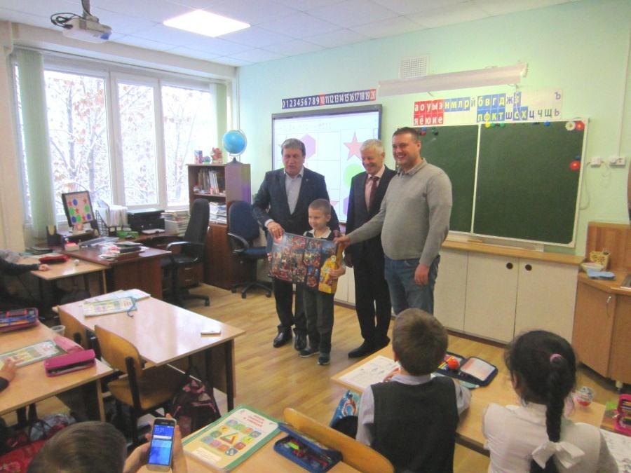 Дмитрий Медведев подарил новосибирскому школьнику «Лего»