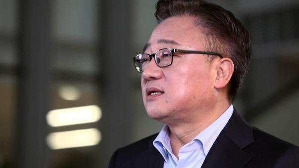 Директор Samsung: Мы не копируем Apple, у нас свой путь