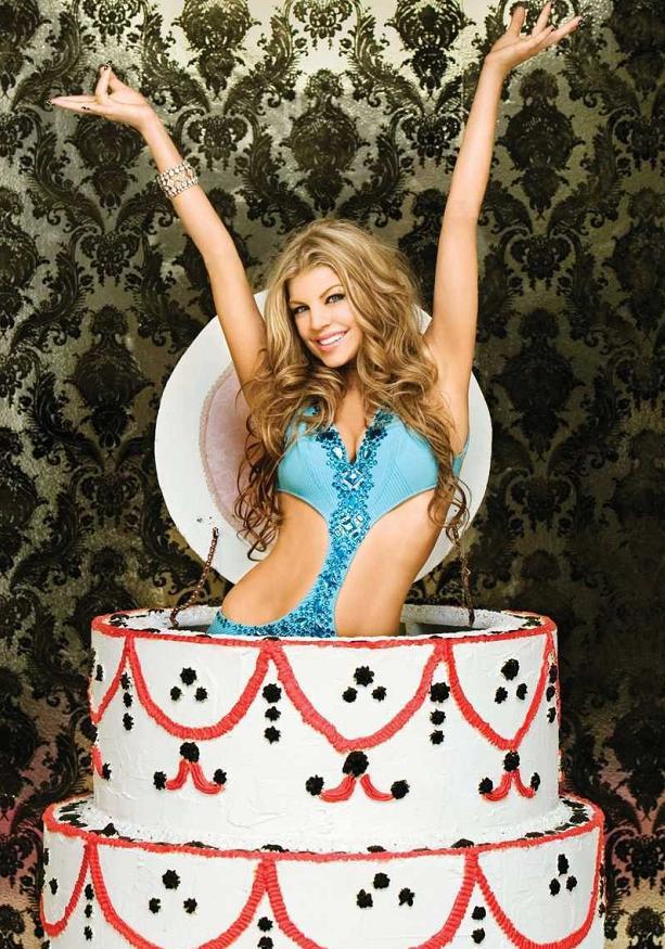 Прикольные картинки с днем рождения девушка из торта