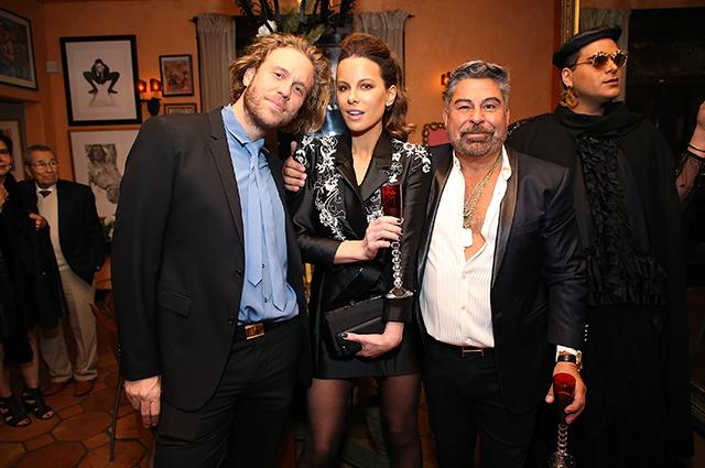 Кейт Бекинсейл в эффектном мини-платье посетила вечеринку в Лос-Анджелесе звездный стиль, кейт бекинсейл