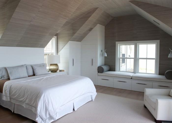 Дизайн спальни под многоскатной крышей