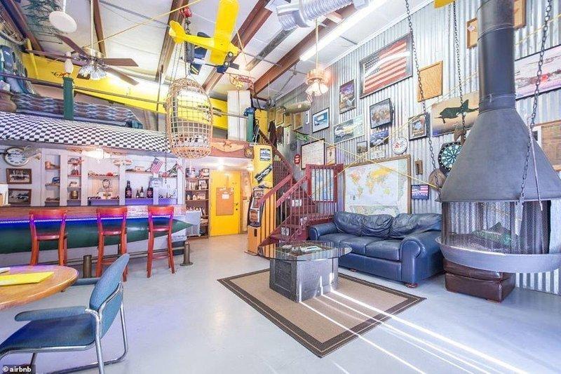 """6. """"Мужское логово"""" в действующем ангаре самолетов во Флориде - 74 доллара за ночь Airbnb, аренда жилья, жилье, подборка, путешествия, разные страны, туризм, фото"""