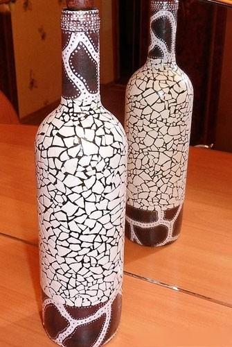 пример декупажа бутылки яичной скорлупой