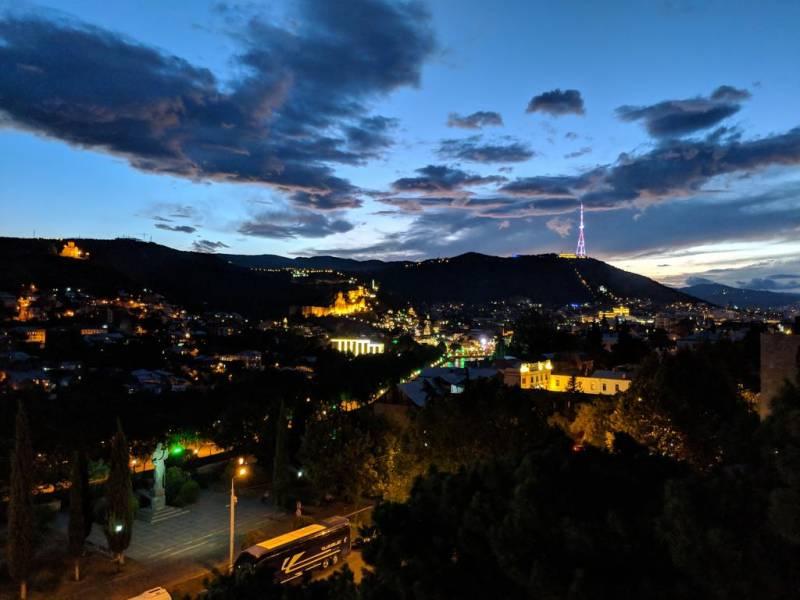 Грузия осталась без туристов и без денег