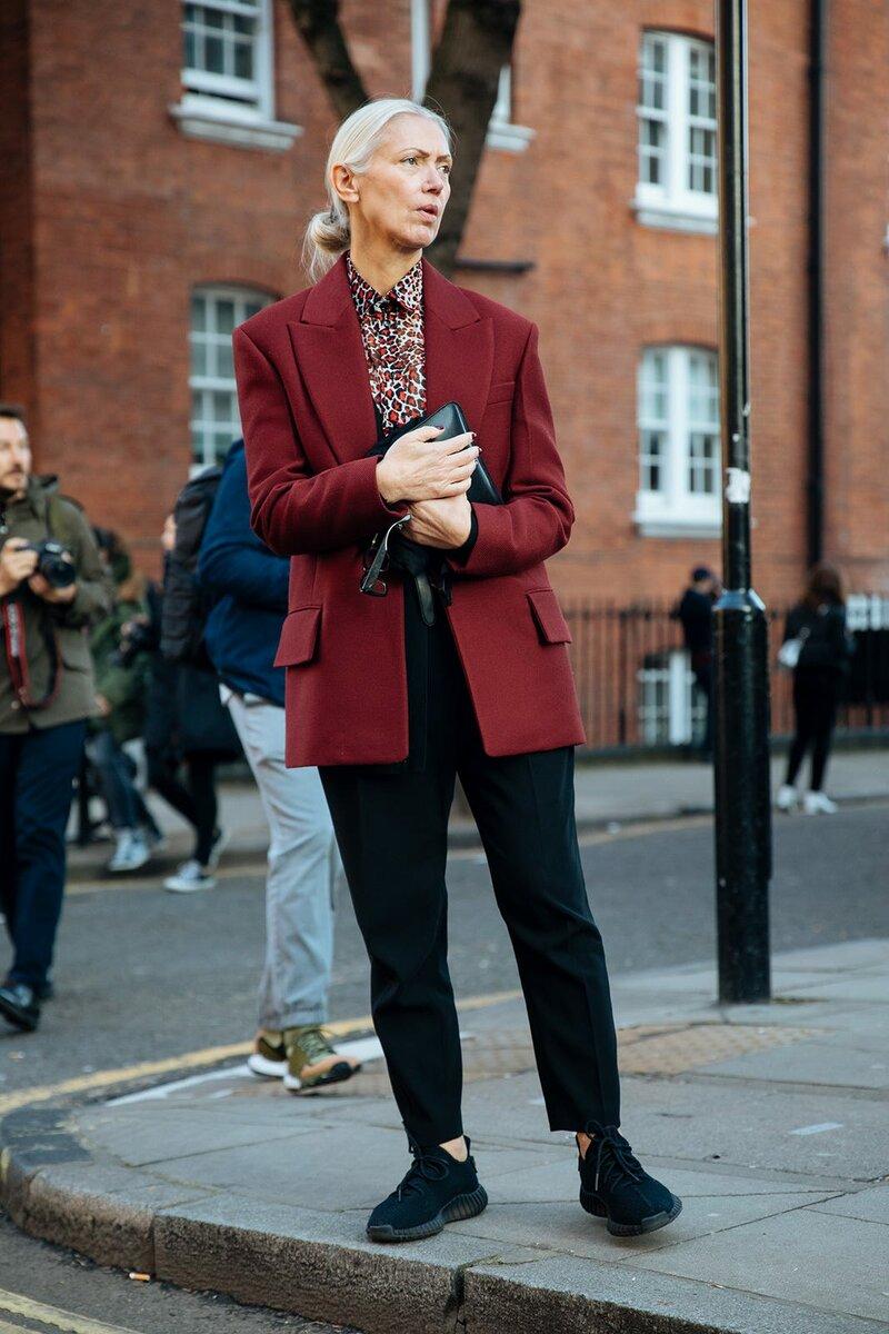 Принт рубашки великолепно сочетается с пиджаком. /Фото: s1.r29static.com