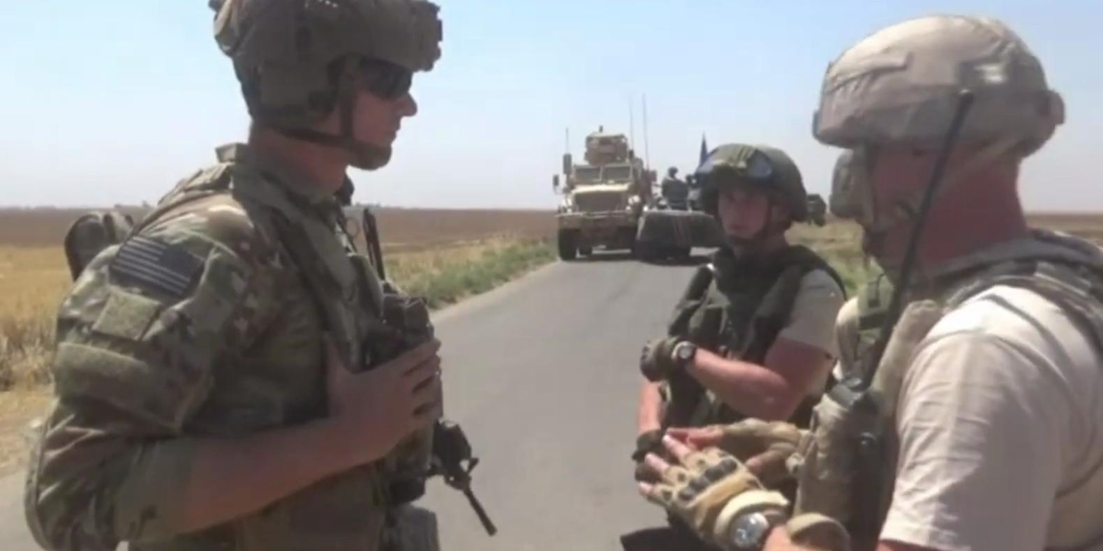 Российские военные в Сирии заблокировали американскую колонну и потребовали их больше не преследовать