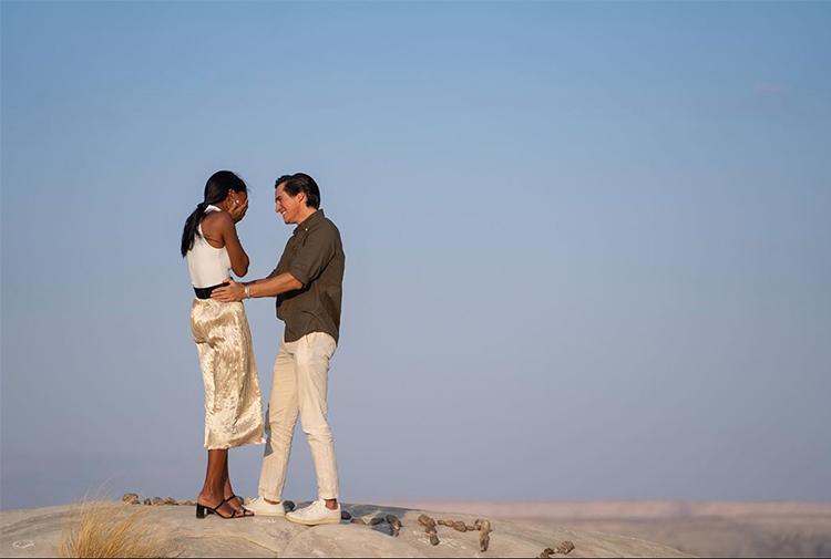 Доставка кольца дроном и ланч в пустыне: модель Victoria's Secret Жасмин Тукс рассказала о своей романтичной помолвке Свадьбы,Платья и кольца