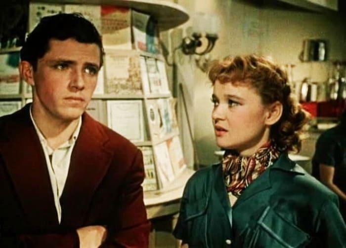 Кадр из фильма *Девушка с гитарой*, 1958 | Фото: kino-teatr.ru