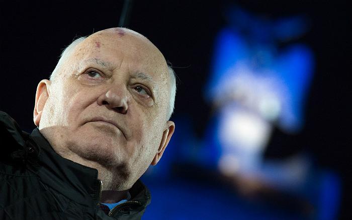 """""""НАТО от холодной войны начала подготовку к перерастанию в горячую""""-Горбачев"""