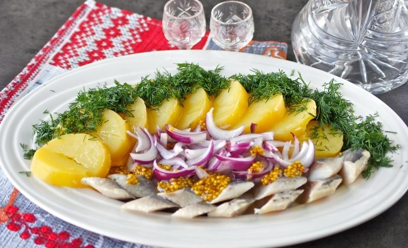 Селедка с картошкой и горчицей – это закуска по-русски!