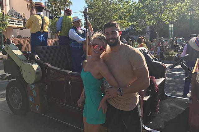 Бритни Спирс поделилась романтичным снимком со своим возлюбленным Сэмом Асгари